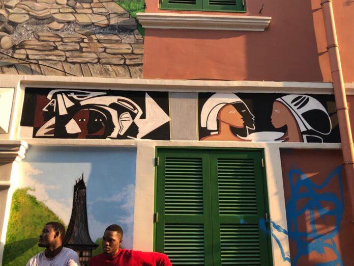 Mural de artistas angolanos na Rua dos Mercadores, em Luanda. Foto: Cedidas